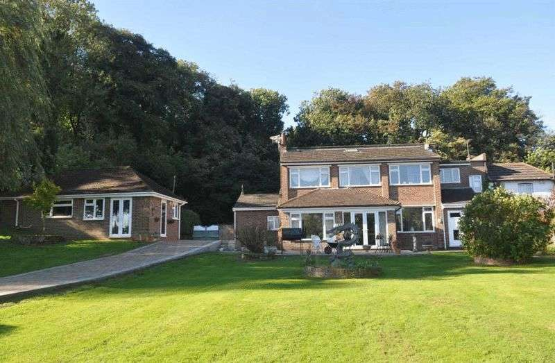 5 Bedrooms Detached House for sale in Headley, Epsom, Surrey