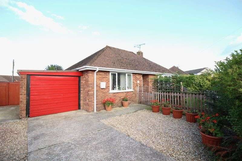 2 Bedrooms Detached Bungalow for sale in St. Marys Close, Chard