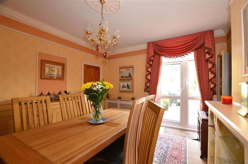 4 Bedrooms Semi Detached House for sale in Capstone Road, Chatham, Kent