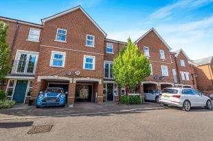 3 Bedrooms Terraced House for sale in Downland Walk, Chatham, Near Walderslade, Kent