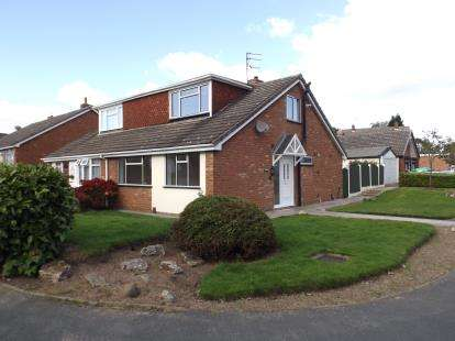3 Bedrooms Bungalow for sale in Andrew Drive, Willenhall, West Midlands