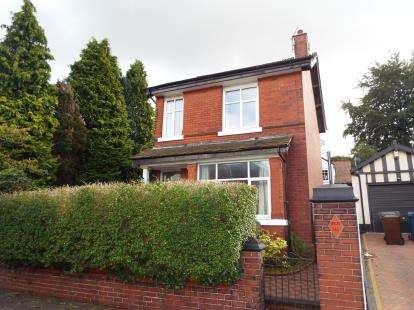 3 Bedrooms Detached House for sale in Avondale Road, Whitefield, Manchester, Greater Manchester