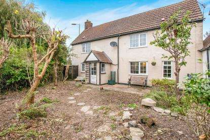 2 Bedrooms Semi Detached House for sale in Stubbington, Hampshire, England
