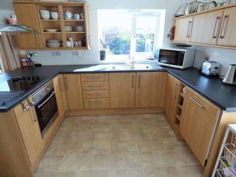 3 Bedrooms Semi Detached Bungalow for sale in Sycamore Road, Redcar