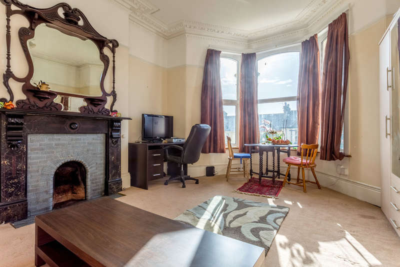 1 Bedroom Ground Flat for sale in Ground Floor Flat , 65 Connaught Avenue