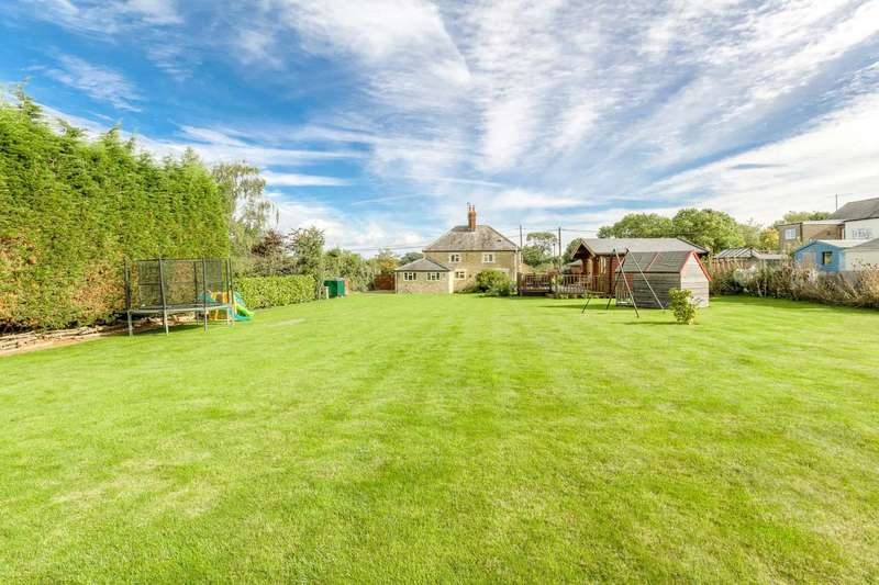3 Bedrooms Detached House for sale in Middle Weald, Calverton