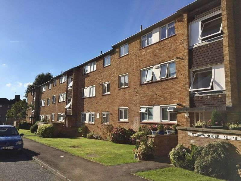 2 Bedrooms Flat for sale in Ottawa House, Eastcote, Ruislip