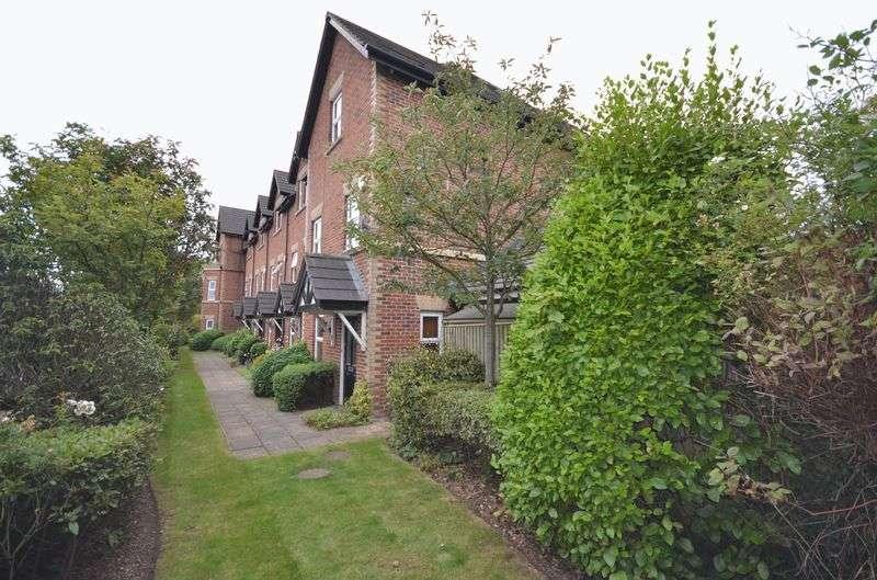 4 Bedrooms House for sale in 22 Farriers Way, Poulton-Le-Fylde Lancs FY6 7AN