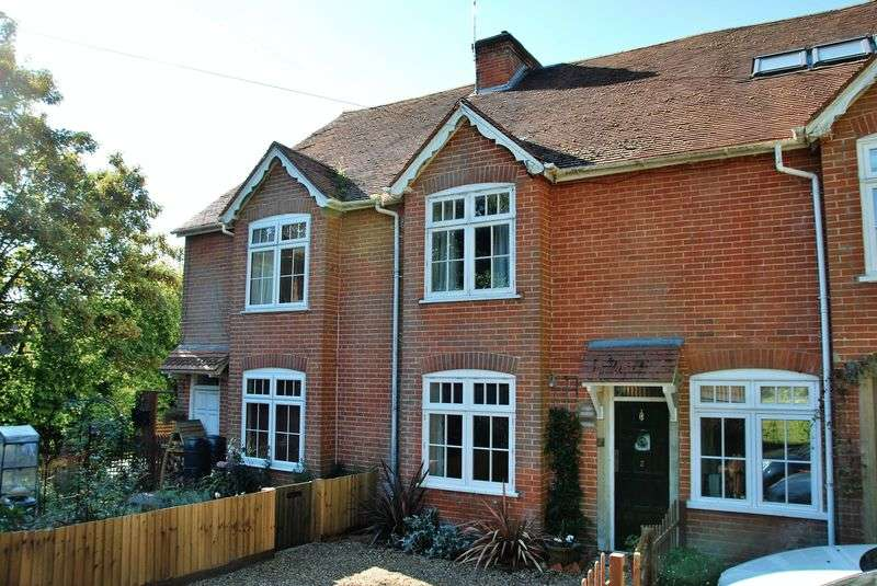 2 Bedrooms Terraced House for sale in Old Blandford Road, Harnham, Salisbury