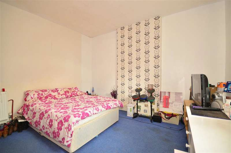 2 Bedrooms Ground Flat for sale in The Avenue, Totland Bay, Isle of Wight