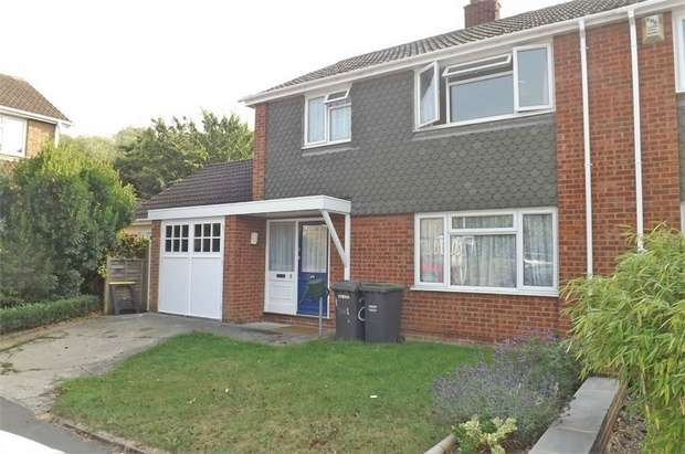 3 Bedrooms Semi Detached House for sale in Unwin Close, Aylesford, Kent