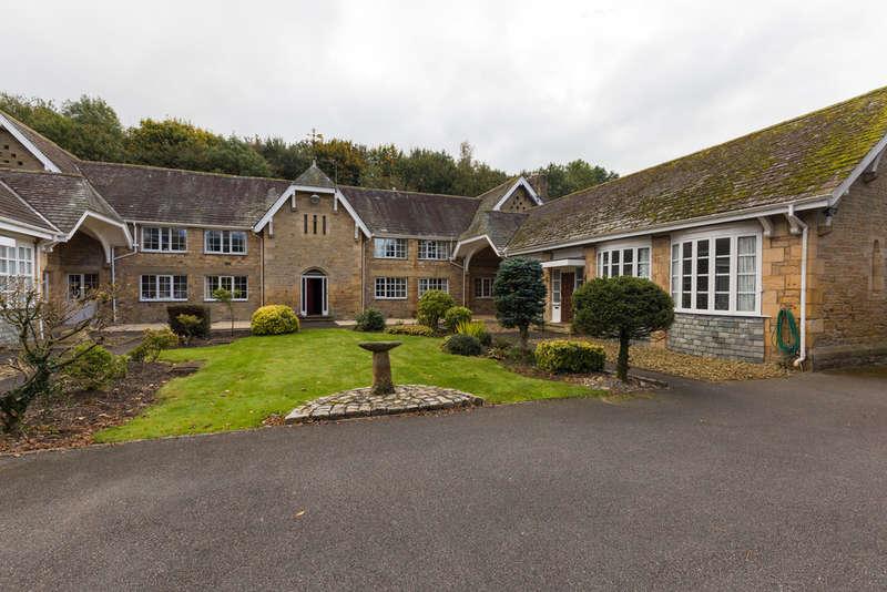 2 Bedrooms Terraced Bungalow for sale in 7 Sedgwick Mews, Sedgwick, Kendal, Cumbria, LA8 0JX