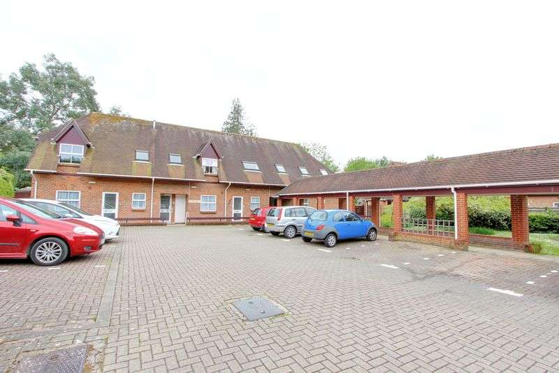 2 Bedrooms Retirement Property for sale in Nightingale House, Great Well Drive, Romsey, Hampshire