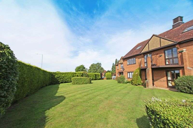 2 Bedrooms Flat for sale in Bobmore Lane, Marlow, Bucks