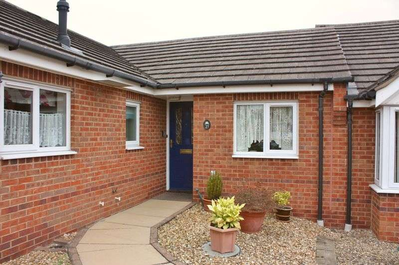 2 Bedrooms Bungalow for sale in Sourton Place, Daventry, NN11 0GT