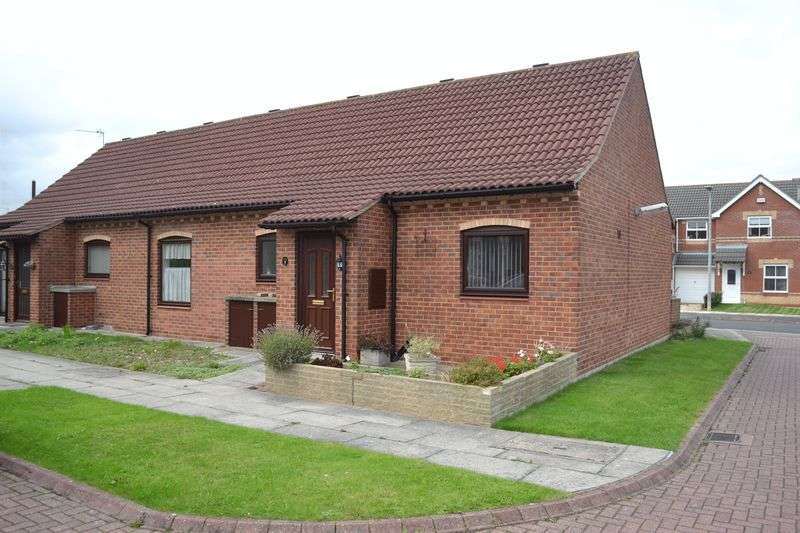 2 Bedrooms Semi Detached Bungalow for sale in Queens Court, Grimsby