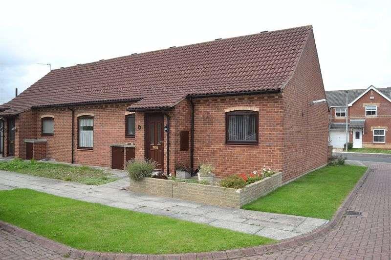 2 Bedrooms Semi Detached Bungalow for sale in Queens Court, Grimsby