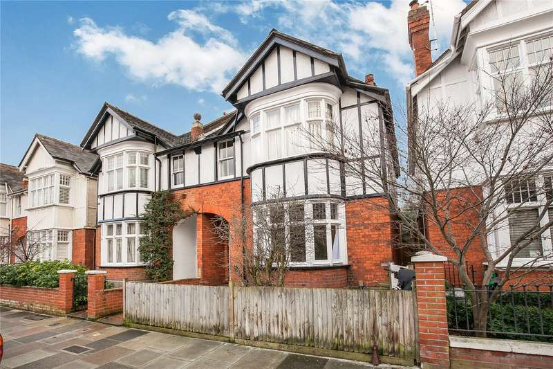 2 Bedrooms Flat for sale in Claremont Road, St Margarets, TW1