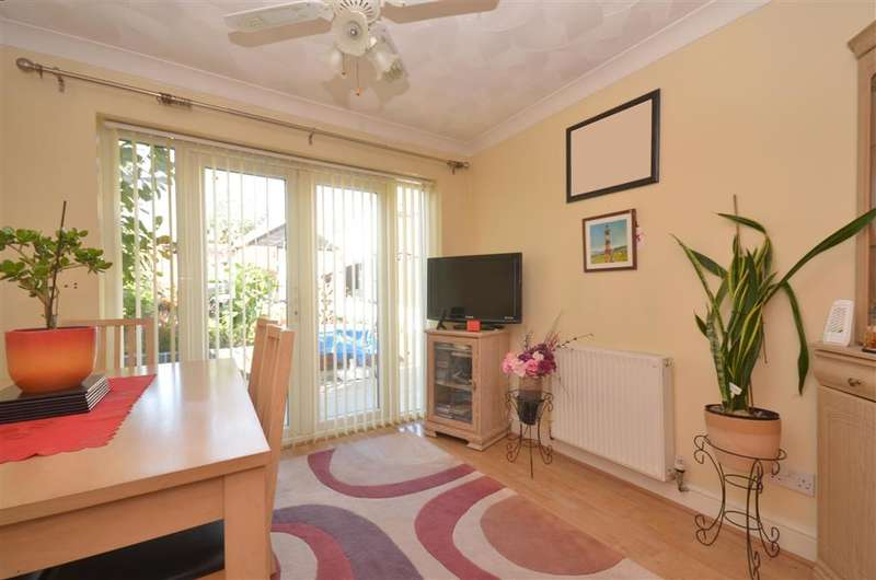 3 Bedrooms Semi Detached House for sale in Belvoir Close, Fareham, Hampshire