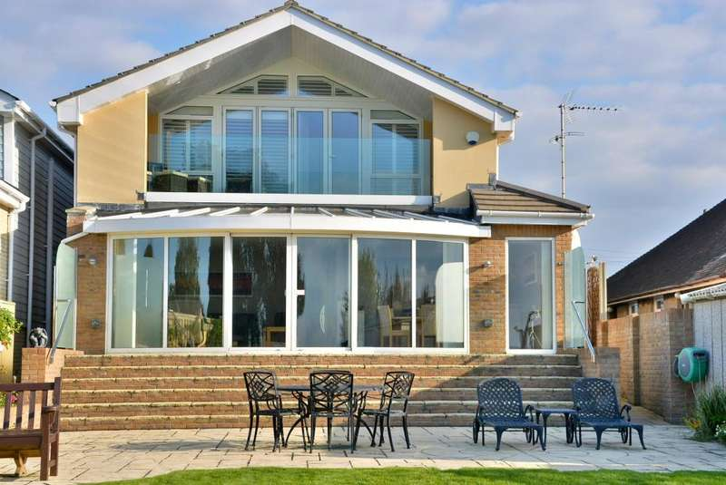 4 Bedrooms Detached House for sale in Hamworthy, Poole