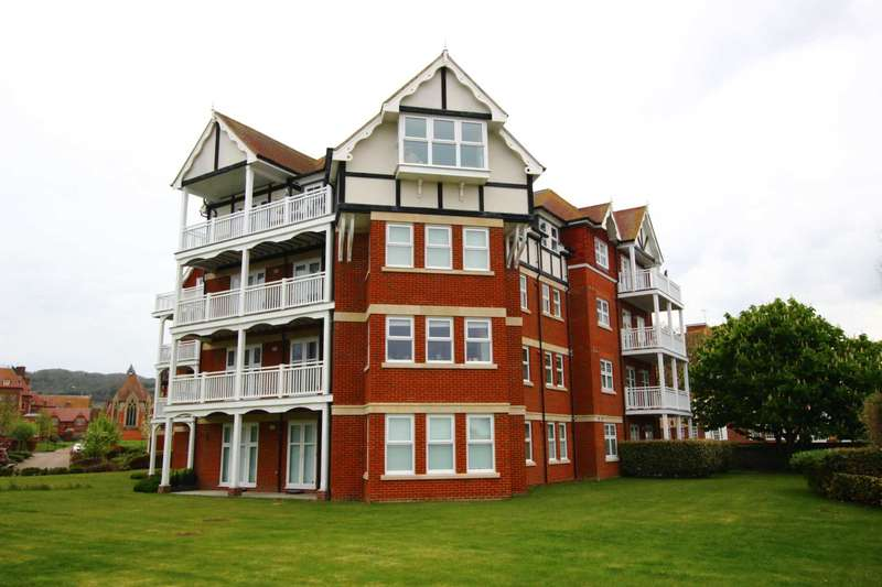 2 Bedrooms Flat for sale in St Saviour House, 2 Darley Road, BN20 7GA