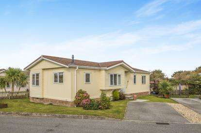 3 Bedrooms Bungalow for sale in St Merryn Holiday Village, Cornwall, Padstow