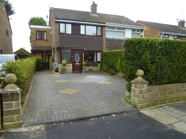 3 Bedrooms Semi Detached House for sale in Property for sale Arnold Drive, Middleton M24 2PH