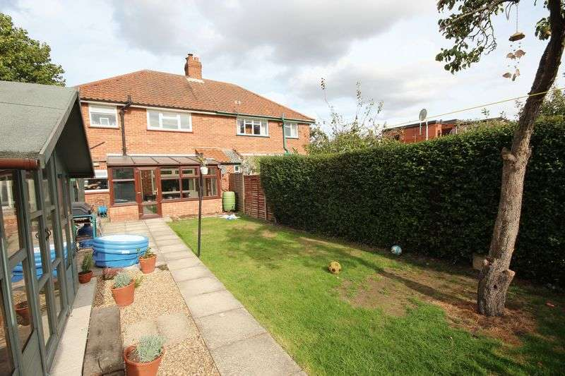 3 Bedrooms Semi Detached House for sale in Woodcock Road, Norwich