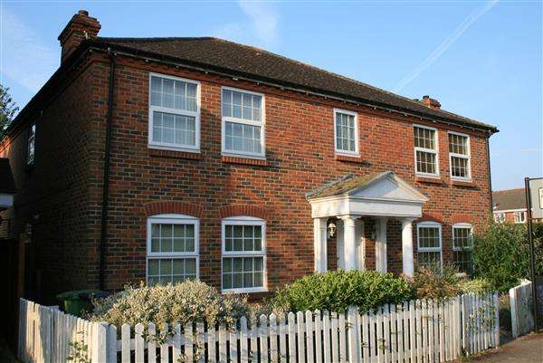 2 Bedrooms Flat for sale in Meadow Lane, Hamble-Le-Rice, Southampton