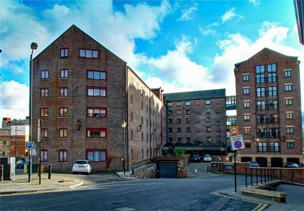 3 Bedrooms Flat for sale in Love Lane, Newcastle upon Tyne, Tyne and Wear, UK
