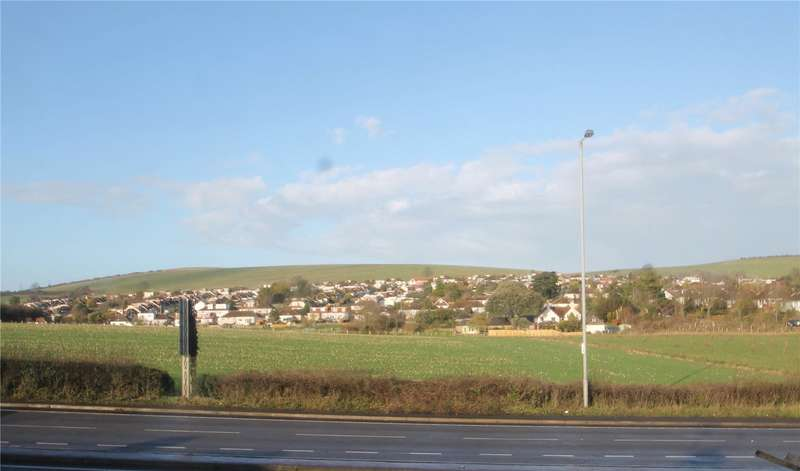 3 Bedrooms Semi Detached House for sale in Upper Brighton Road, Sompting, West Sussex, BN15