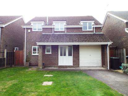 4 Bedrooms Detached House for sale in Denmead, Waterlooville, Hampshire