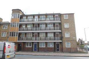 2 Bedrooms Flat for sale in Blake House, York Road, London
