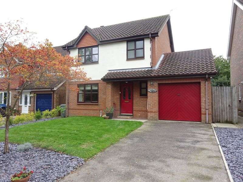 3 Bedrooms Detached House for sale in Badgers Brook Road, Drayton, Norwich