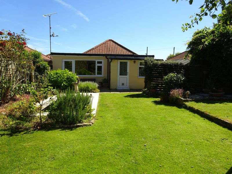 3 Bedrooms Detached Bungalow for sale in Old Norwich Road, Horsham St Faith, Norwich