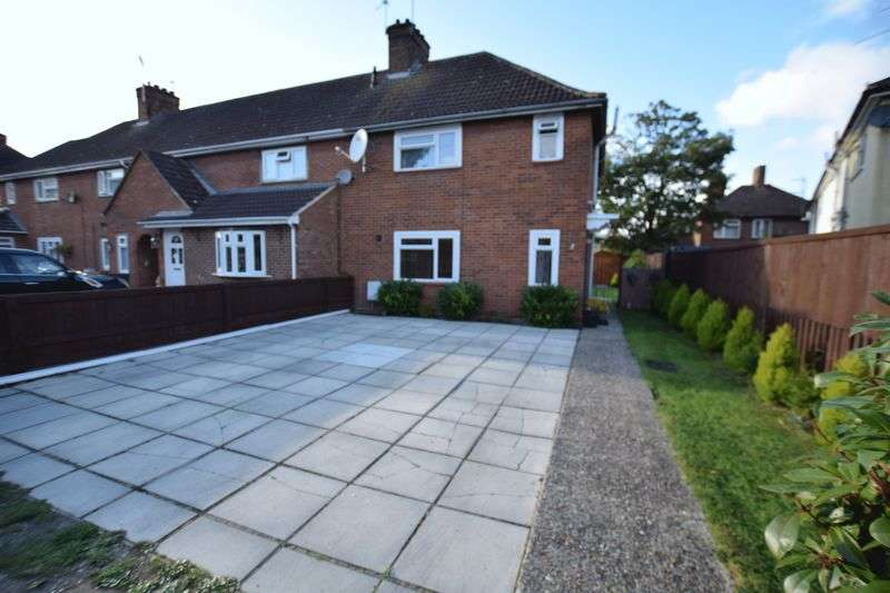 3 Bedrooms Semi Detached House for sale in More Avenue, Aylesbury