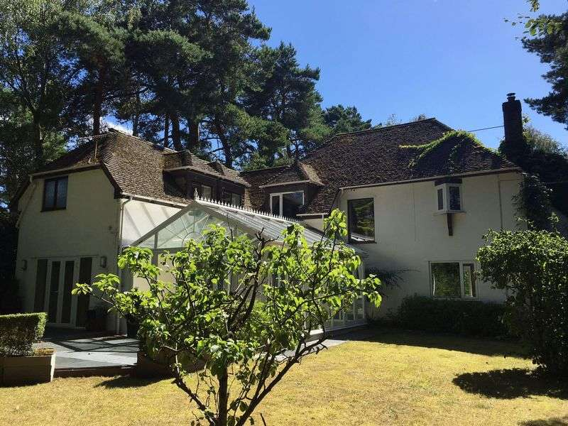 4 Bedrooms Detached House for sale in Lone Pine Drive, Ferndown