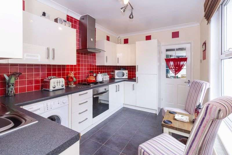 3 Bedrooms Semi Detached House for sale in Church Road, Eastchurch