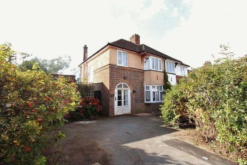 3 Bedrooms Semi Detached House for sale in Ellesmere Drive, South Croydon
