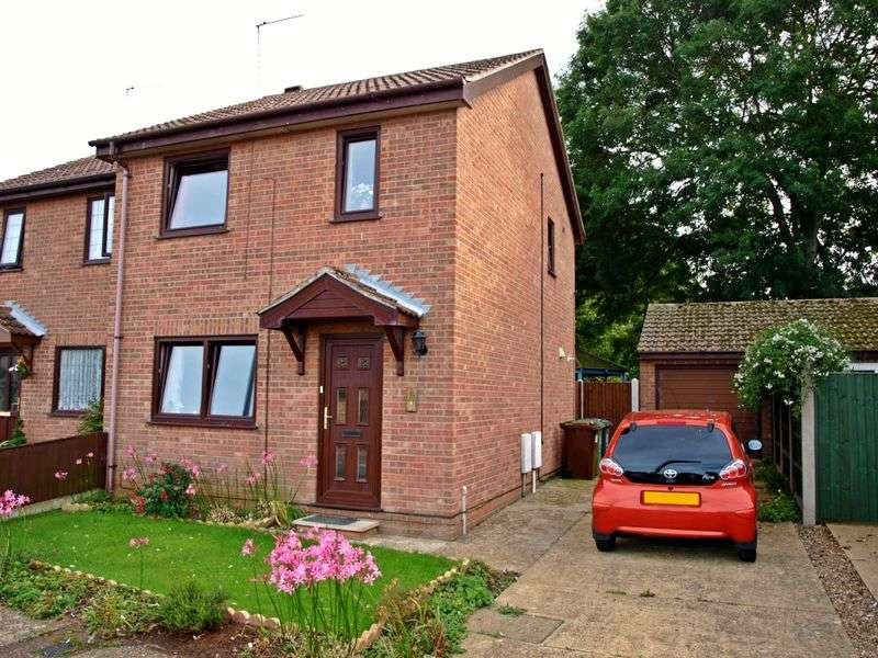 3 Bedrooms Semi Detached House for sale in Hopton