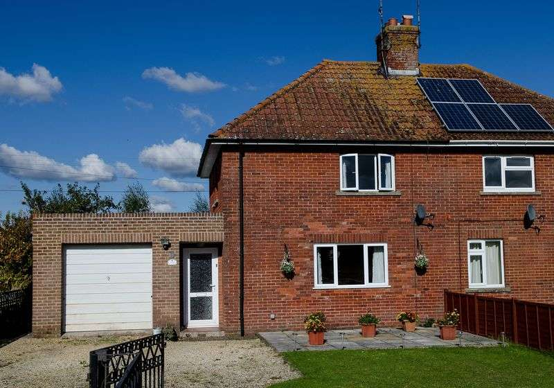 3 Bedrooms Semi Detached House for sale in New Road, Warminster