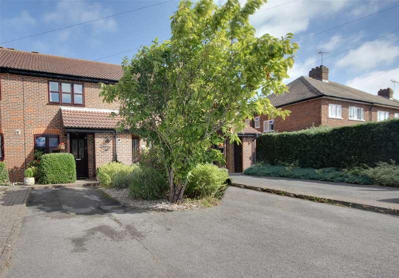 2 Bedrooms Terraced House for sale in Bond Street, Englefield Green, Egham, Surrey, TW20