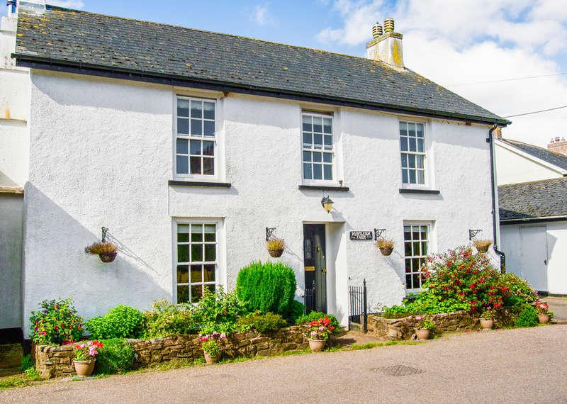 4 Bedrooms Detached House for sale in Huntleigh Farm, Puddington, Tiverton, Tiverton, EX16