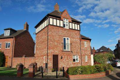 2 Bedrooms Terraced House for sale in Butts Green, Kingswood, Warrington, Cheshire