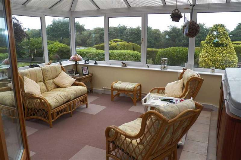 3 Bedrooms Property for sale in Rhydargaeau