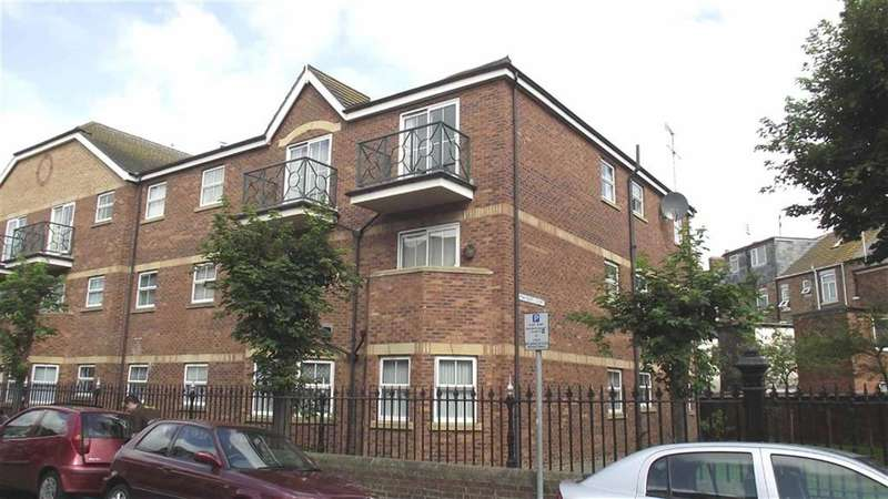 2 Bedrooms Flat for sale in West Street, Bridlington, East Yorkshire, YO15