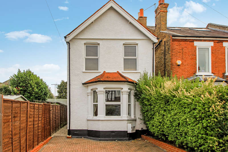 3 Bedrooms Detached House for sale in Ellerton Road, Surbiton