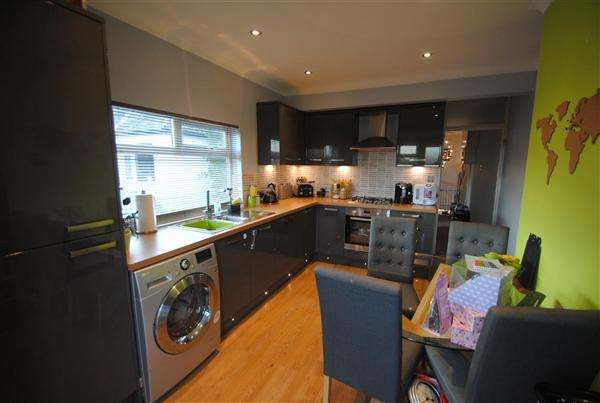 2 Bedrooms Maisonette Flat for sale in London Road, Ashford
