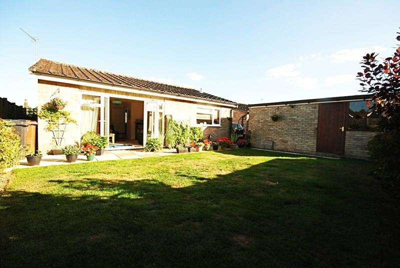 3 Bedrooms Detached Bungalow for sale in Glebe Close, Long Stratton, Norwich