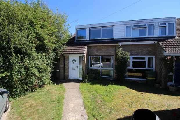 3 Bedrooms Semi Detached House for sale in Knaves Acre, Ashford, Kent, TN27 9TJ